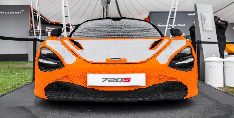 La espectacular replica,a escala real, de un McLaren 720S en Lego