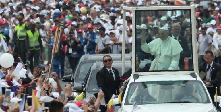 Evite incidentes como el ocurrido con el papa Francisco en el papamóvil