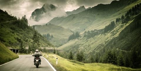 ¿Cómo evitar los accidentes en moto por carretera?