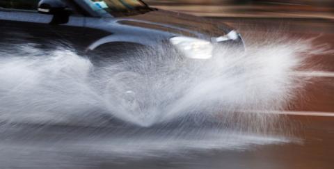 ¿Cómo debes conducir cuando esta lloviendo?