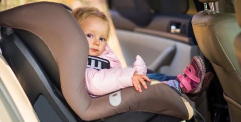 Cómo instalar la silla de carro para bebés