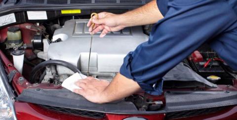 Agua en el aceite del motor: causas y consecuencias