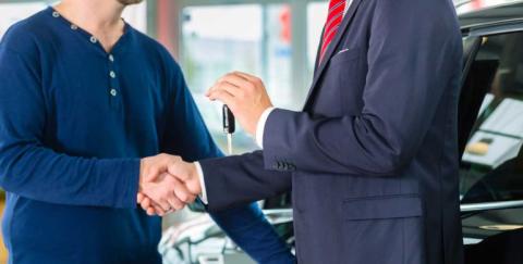 ¿Por qué comprar un carro usado en concesionario?