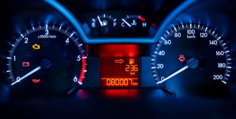 Qué significan los testigos en el tablero del carro