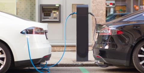 Aumento del IVA a carros híbridos y eléctricos