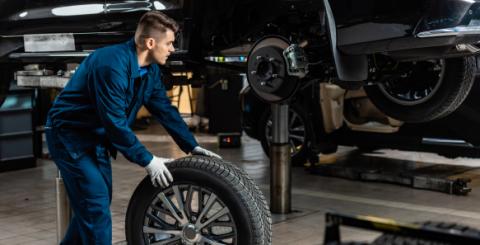 Recuerda rotar los neumáticos cada 10 mil kilómetros para lograr un desgaste regular.