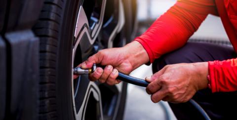 ¿Qué es mejor nitrógeno o aire para las llantas del carro?